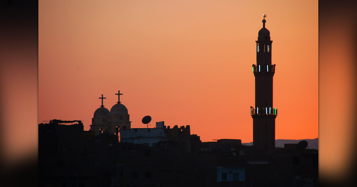 A mosque and a church in Egypt. - Photo: Flickr / David Evers