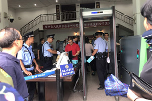 Police presence at John Cao's trial. - Photo: ChinaAid www.chinaaid.org