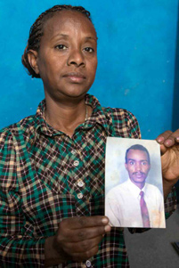 Eritrean Christian, Mulu, holding a picture of her husband. - Photo: VOM US www.icommittopray.com