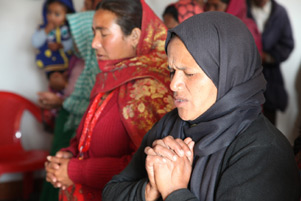 Nepali Christians praying - Photo: AsiaNews